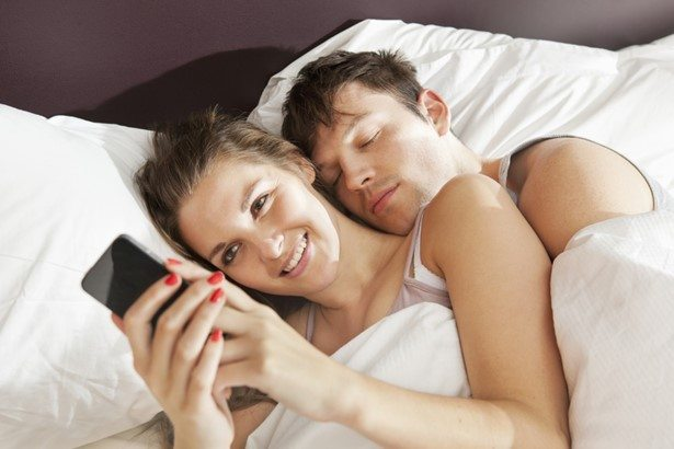 social media arises privacy question between couples_relationship get hurt through social media