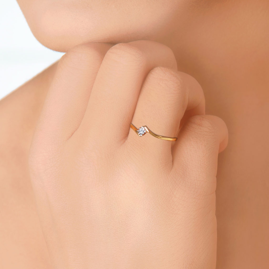 Gold ring with one stone - ANextWeb