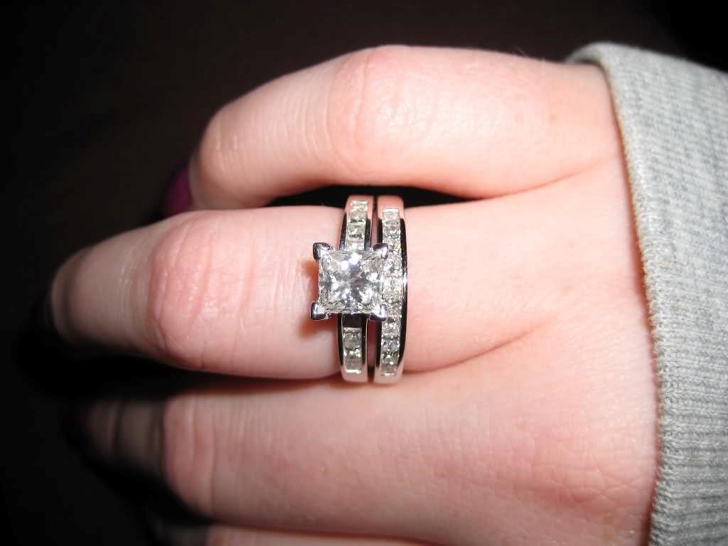 Wedding band for solitaire princess cut engagement ring